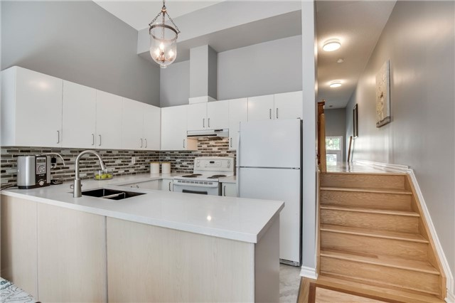 Condo Townhouse at 840 Dundas St W, Unit 10, Mississauga, Ontario. Image 18