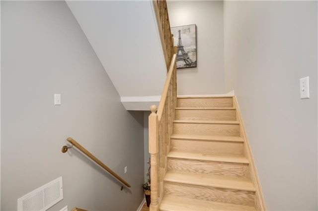 Condo Townhouse at 840 Dundas St W, Unit 10, Mississauga, Ontario. Image 3