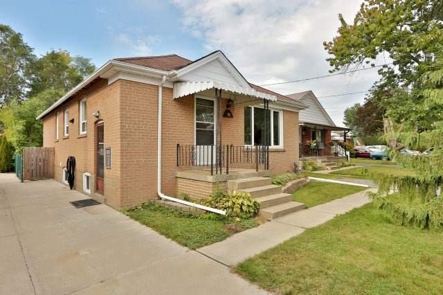 Detached at 16 Maple Ave N, Mississauga, Ontario. Image 12