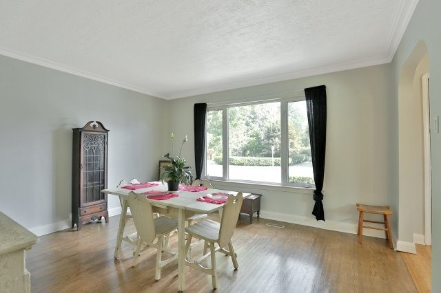 Detached at 16 Maple Ave N, Mississauga, Ontario. Image 19