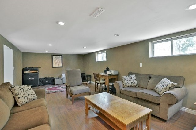 Detached at 16 Maple Ave N, Mississauga, Ontario. Image 7