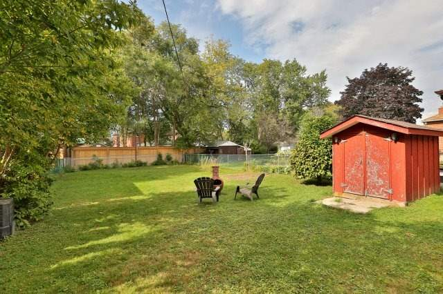Detached at 16 Maple Ave N, Mississauga, Ontario. Image 11