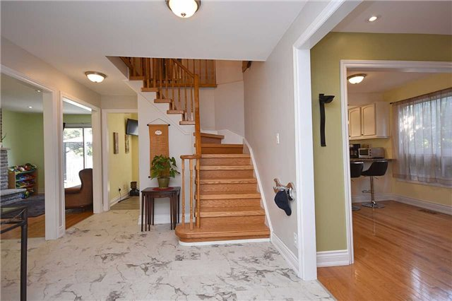 Detached at 1341 Canford Cres, Mississauga, Ontario. Image 12
