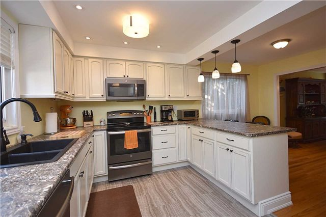 Detached at 1341 Canford Cres, Mississauga, Ontario. Image 17