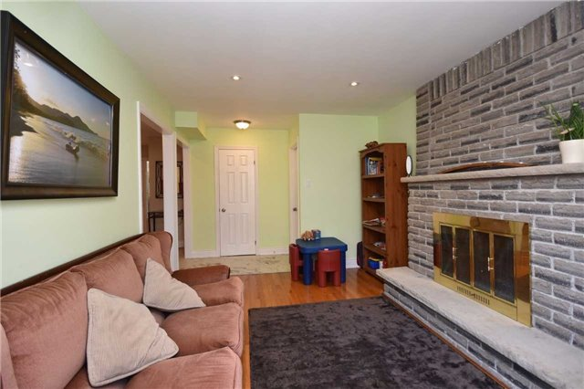 Detached at 1341 Canford Cres, Mississauga, Ontario. Image 2