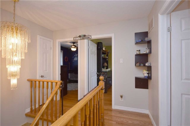 Detached at 1341 Canford Cres, Mississauga, Ontario. Image 7