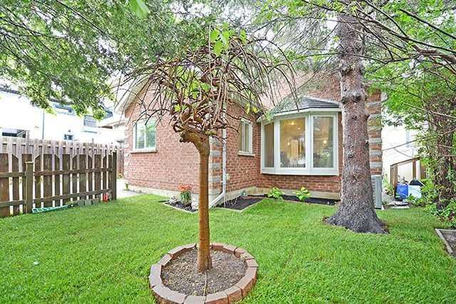 Detached at 836 Seventh St, Mississauga, Ontario. Image 1