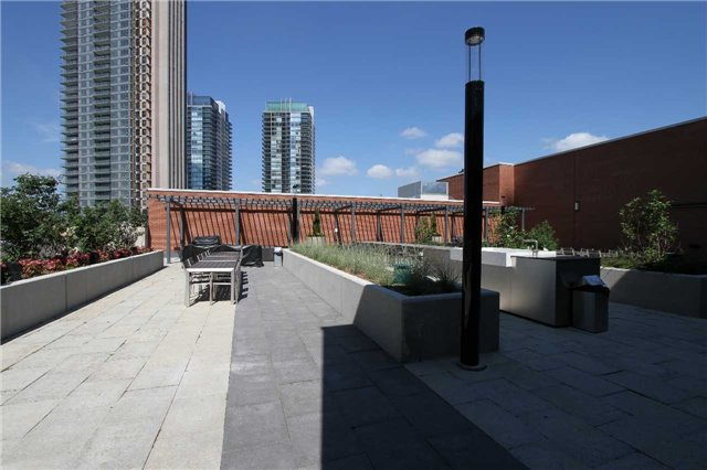 Condo Apartment at 2212  Lake Shore Blvd W, Unit 1703, Toronto, Ontario. Image 9