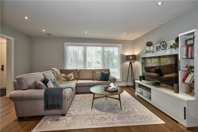 Detached at 1465 Robillard Rd, Mississauga, Ontario. Image 14