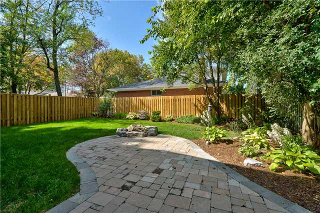 Detached at 1465 Robillard Rd, Mississauga, Ontario. Image 11