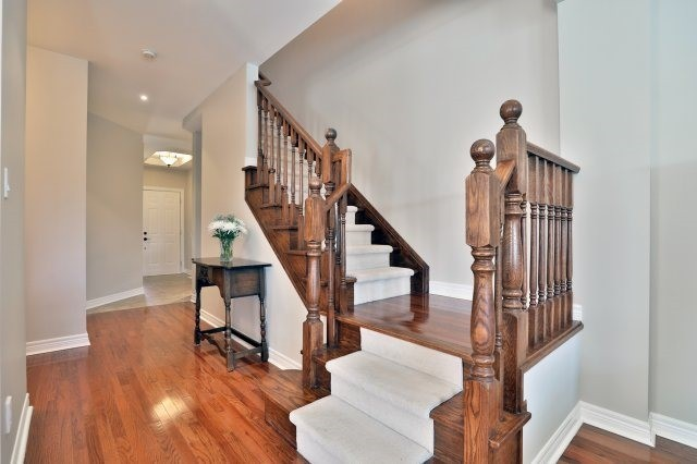 Semi-detached at 2271 Highcroft Rd, Oakville, Ontario. Image 14