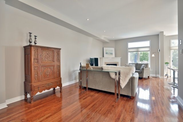 Semi-detached at 2271 Highcroft Rd, Oakville, Ontario. Image 16