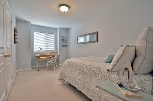 Semi-detached at 2271 Highcroft Rd, Oakville, Ontario. Image 5