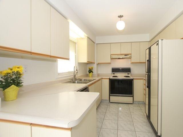 Condo Townhouse at 4635 Regents Terr, Unit 76, Mississauga, Ontario. Image 14