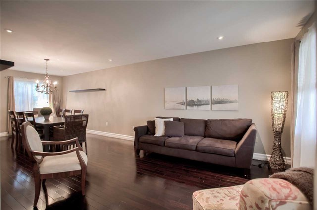 Detached at 7203 Windrush Crt, Mississauga, Ontario. Image 20