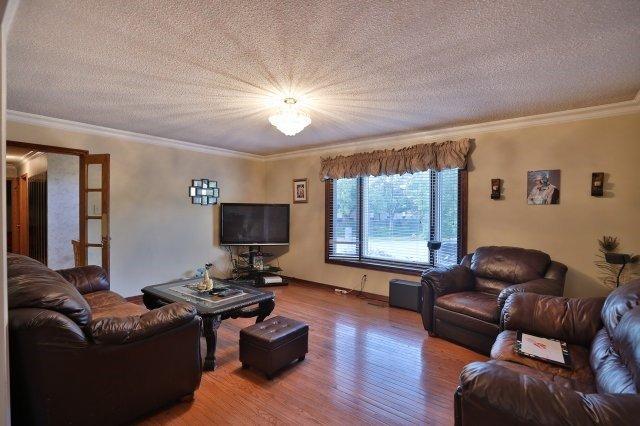 Detached at 642 Oxford  Rd, Burlington, Ontario. Image 6