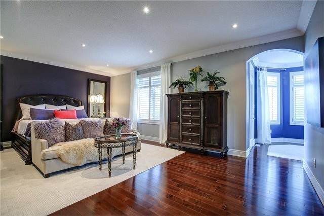 Detached at 2064 Bingley Cres, Oakville, Ontario. Image 3