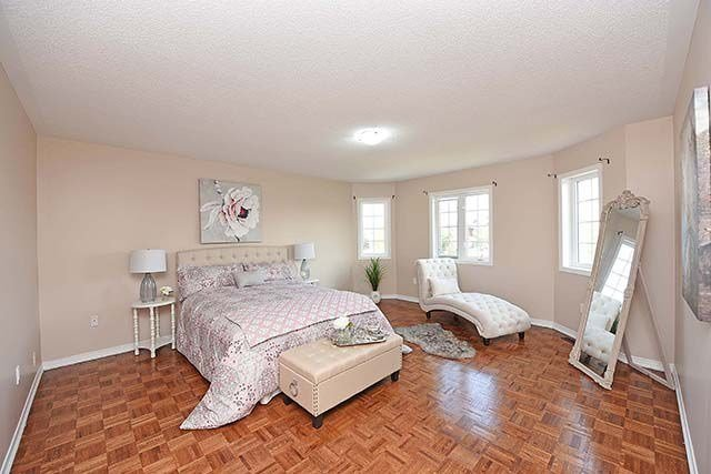 Detached at 7 River Heights Dr, Brampton, Ontario. Image 6