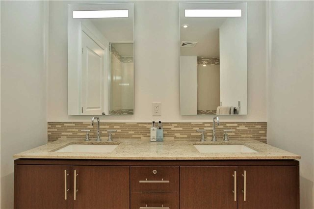 Condo Apartment at 3500 Lakeshore Rd W, Unit 516, Oakville, Ontario. Image 19