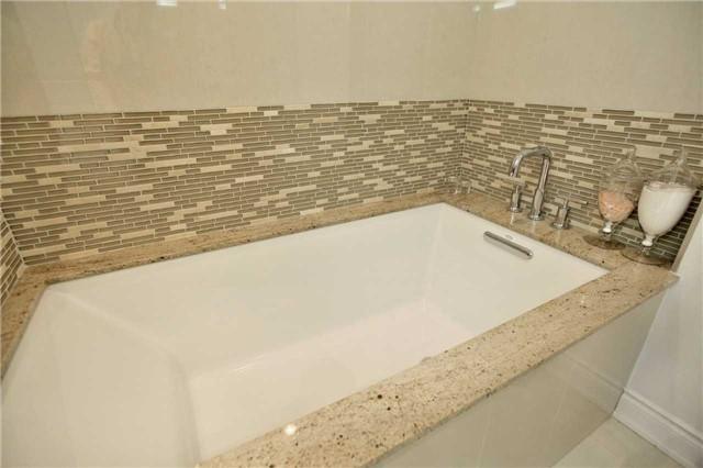 Condo Apartment at 3500 Lakeshore Rd W, Unit 516, Oakville, Ontario. Image 3