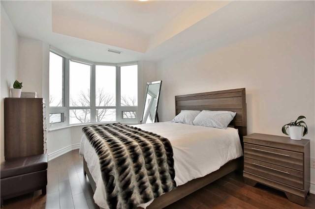 Condo Apartment at 3500 Lakeshore Rd W, Unit 516, Oakville, Ontario. Image 4