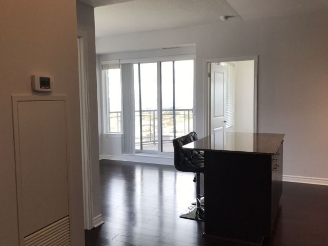 Condo Apartment at 385 Prince Of Wales Dr, Unit 2202, Mississauga, Ontario. Image 2