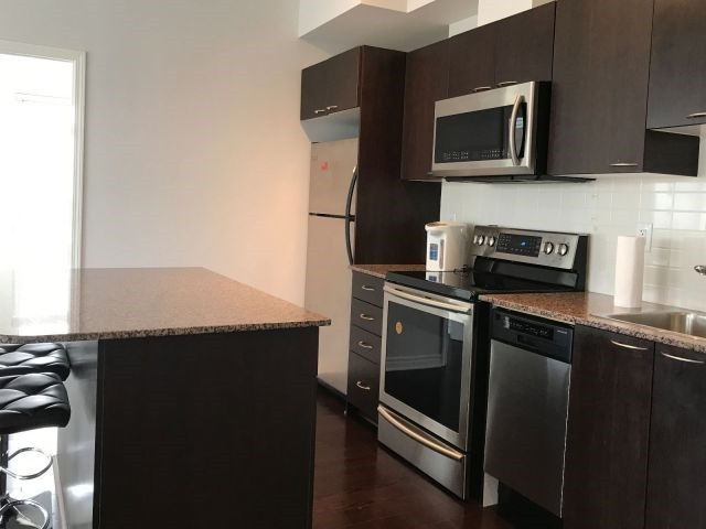 Condo Apartment at 385 Prince Of Wales Dr, Unit 2202, Mississauga, Ontario. Image 3