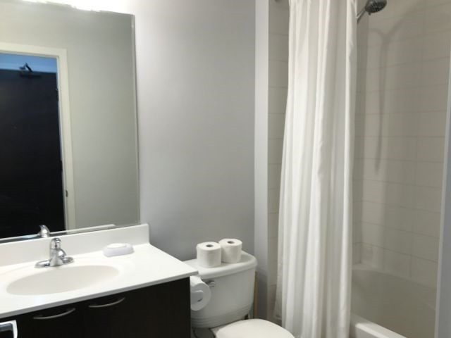 Condo Apartment at 385 Prince Of Wales Dr, Unit 2202, Mississauga, Ontario. Image 5