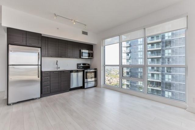 Condo Apartment at 2212 Lake Shore Blvd, Unit 3808, Toronto, Ontario. Image 16