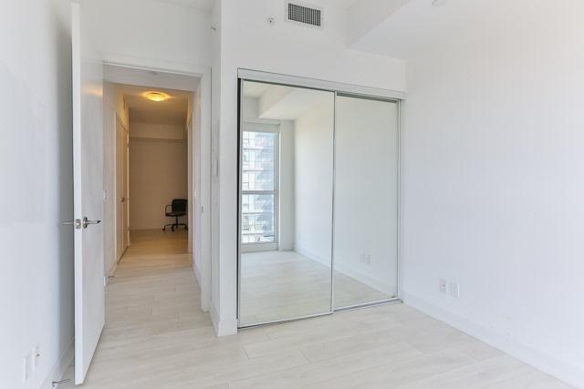 Condo Apartment at 2212 Lake Shore Blvd, Unit 3808, Toronto, Ontario. Image 7