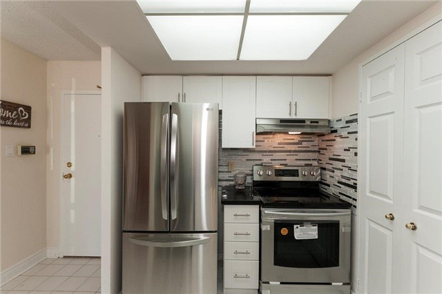 Condo Apartment at 285 Enfield Pl, Unit 2212, Mississauga, Ontario. Image 17