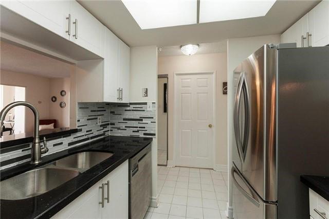 Condo Apartment at 285 Enfield Pl, Unit 2212, Mississauga, Ontario. Image 18