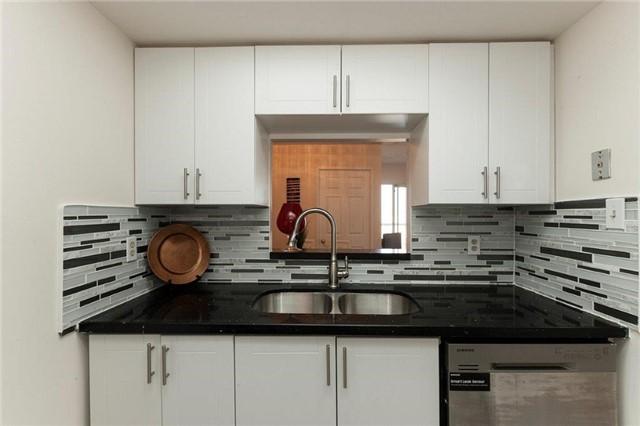Condo Apartment at 285 Enfield Pl, Unit 2212, Mississauga, Ontario. Image 19