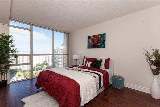 Condo Apartment at 285 Enfield Pl, Unit 2212, Mississauga, Ontario. Image 3