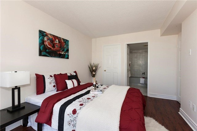 Condo Apartment at 285 Enfield Pl, Unit 2212, Mississauga, Ontario. Image 4