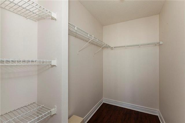 Condo Apartment at 285 Enfield Pl, Unit 2212, Mississauga, Ontario. Image 6