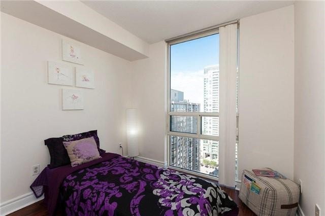 Condo Apartment at 285 Enfield Pl, Unit 2212, Mississauga, Ontario. Image 7