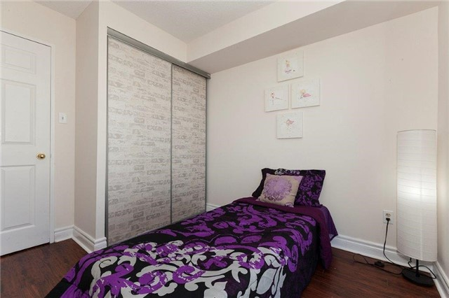 Condo Apartment at 285 Enfield Pl, Unit 2212, Mississauga, Ontario. Image 8