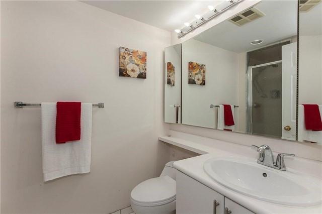 Condo Apartment at 285 Enfield Pl, Unit 2212, Mississauga, Ontario. Image 9