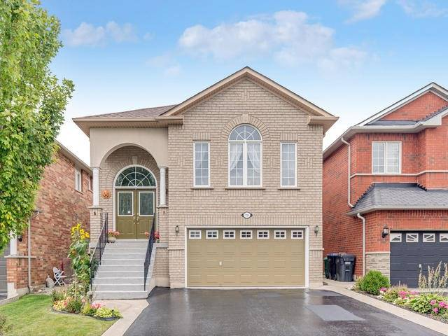 Detached at 7394 Watergrove Rd, Mississauga, Ontario. Image 1
