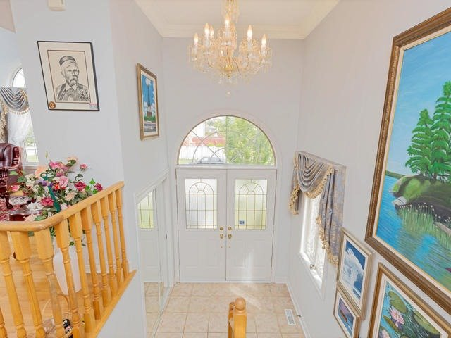 Detached at 7394 Watergrove Rd, Mississauga, Ontario. Image 15