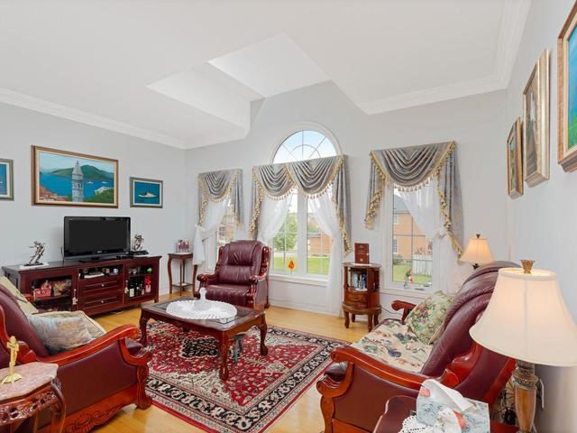 Detached at 7394 Watergrove Rd, Mississauga, Ontario. Image 16