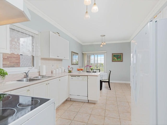Detached at 7394 Watergrove Rd, Mississauga, Ontario. Image 19