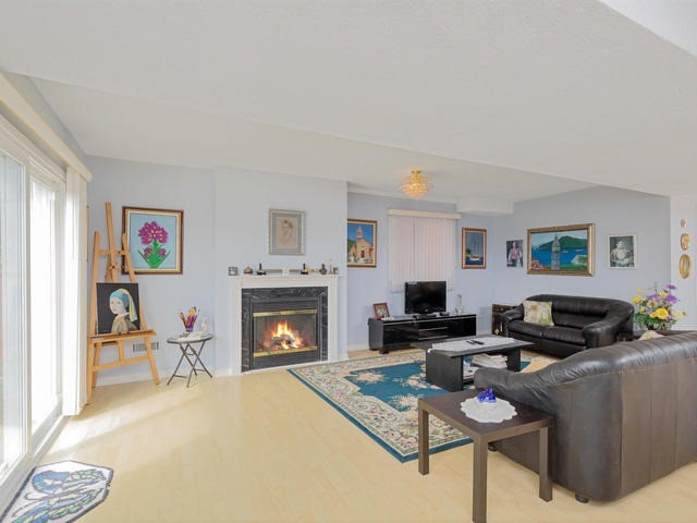 Detached at 7394 Watergrove Rd, Mississauga, Ontario. Image 8