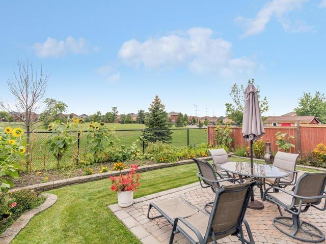 Detached at 7394 Watergrove Rd, Mississauga, Ontario. Image 13