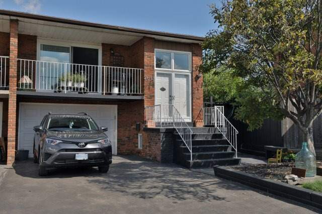 Semi-detached at 2613 Chisholm Crt, Mississauga, Ontario. Image 1