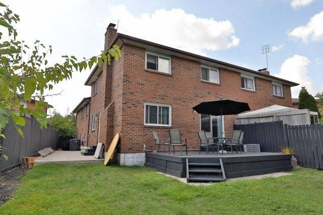Semi-detached at 2613 Chisholm Crt, Mississauga, Ontario. Image 10