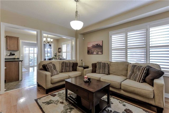 Semi-detached at 7216 Gagliano Dr, Mississauga, Ontario. Image 1