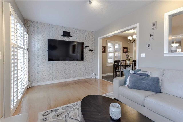 Semi-detached at 7216 Gagliano Dr, Mississauga, Ontario. Image 15