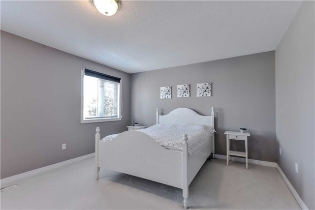 Semi-detached at 7216 Gagliano Dr, Mississauga, Ontario. Image 2
